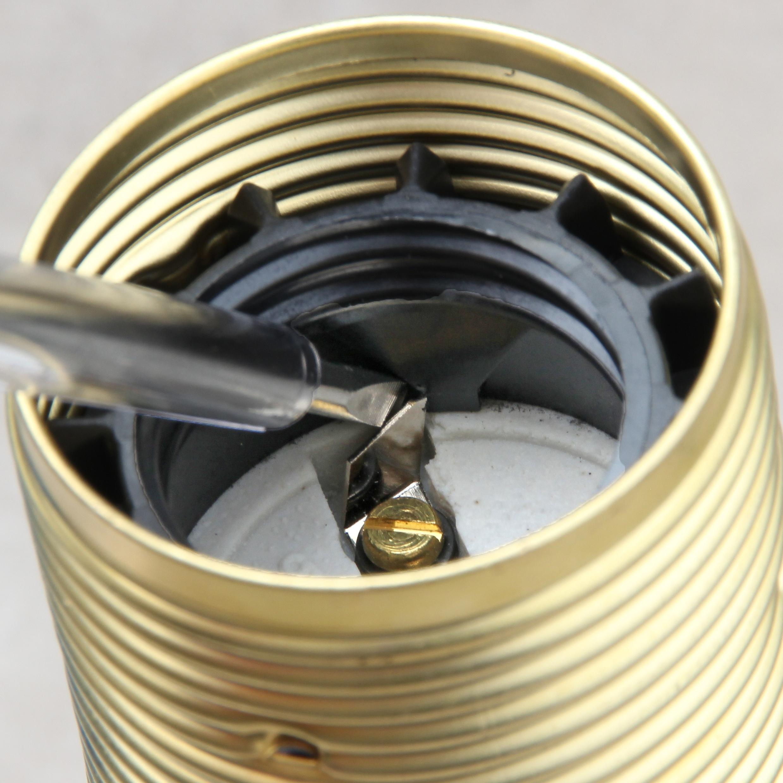 zugschalter fassung richtig verkabeln und wieder oeffnen 3 diy lampenbau d nemark. Black Bedroom Furniture Sets. Home Design Ideas